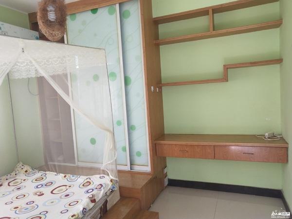 个人出租免中介,中大绿色家园5楼,97方2室2厅2卫,精装2500元月价格可协商