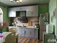 房东急售闻波兜小区带阁楼精装房单价,只有939元 平,原来3室改成两室
