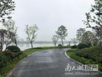 十里春风湖景房,紧邻吴兴区政府风水好,高层、洋房和花园叠墅都有,单价八千两百元起
