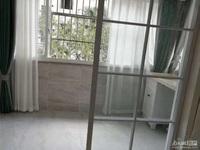 2664 马军巷北区车库上1楼 75.6平 两室半一厅 全新精装 车库7平