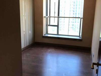 恒大悦珑湾一期127平三室朝南 前面宽阔阳光好,精装修价格182.8万