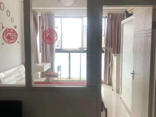 在水一方单身公寓6楼39平,精装修,拎包入住,71.8万,学籍未用