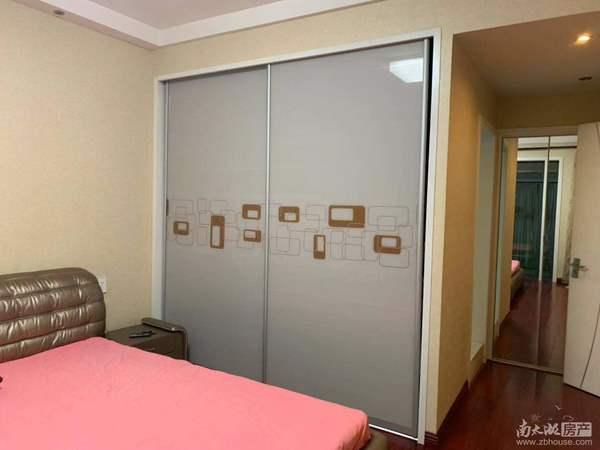 天盛花园8楼138平米居家精装3室2厅2卫拎包入住带车位一个4600/月