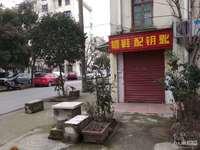 吉山四村,靠近新华菜场靠路。312幢楼下水电齐。无转让费,无中介费