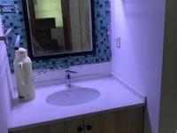 江南粮油市场一期,卫生间及主卧重新装修,二室一书,拎包入住2500元/月长租优先