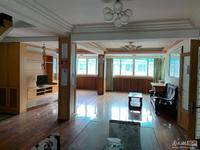 房屋装修良好,可拎包入住。户型好,适合大家庭居住。
