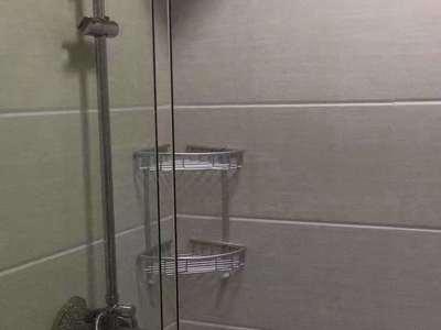 05金色水岸26楼朝南精装一室一厅2400/月