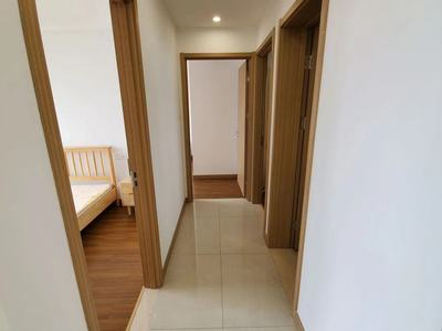 精装修优质环境小区,拎包入住,中央空调家电家具齐全,一年起签,看房方便