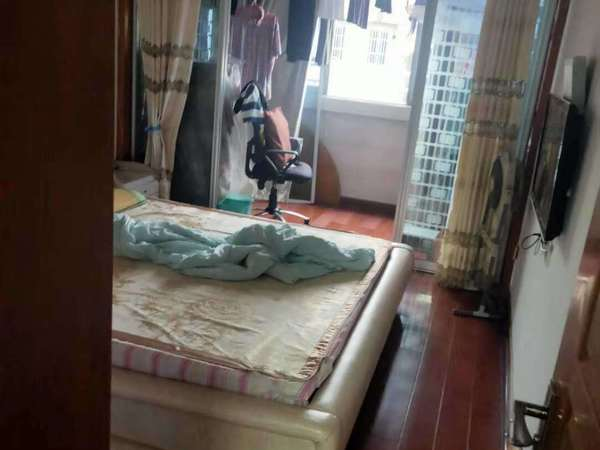 老爱山青塘小区6楼73.8平两室一大厅良好装独立车库8平 报价86万