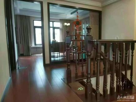 207 东方国际3-4中叠 185平 4室2厅3卫 2个阳台 满2年 带一个车位