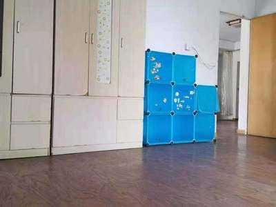 凯莱国际7楼94平 两室两厅一卫良好装 家电齐全拎包入住 报价2100/月可协
