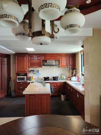 全新精装修 带整套红木家具 带60平大露台 只要看中 价格可协商