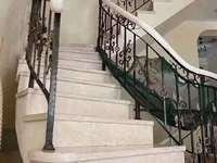 出售:金色地中海排屋中间套,产权面积272平,地面四层,四室四卫,中央空调