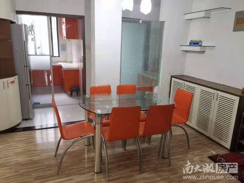仁皇山庄2楼 三室两厅 车库独立 拎包入住 3200/月