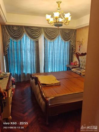 凤凰明珠百万豪装房出售 一看就中的优质好房源 三开间朝南 拎包入住