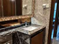 恒大悦珑湾7楼79平两室精装2500元/月有钥匙