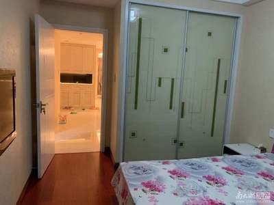 天盛花园8楼138平米居家精装3室2厅2卫家电家具齐全拎包入住