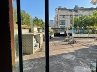 120平的房子120平的露台。喜欢花花草草的客户看过来!市中心稀缺大露台!
